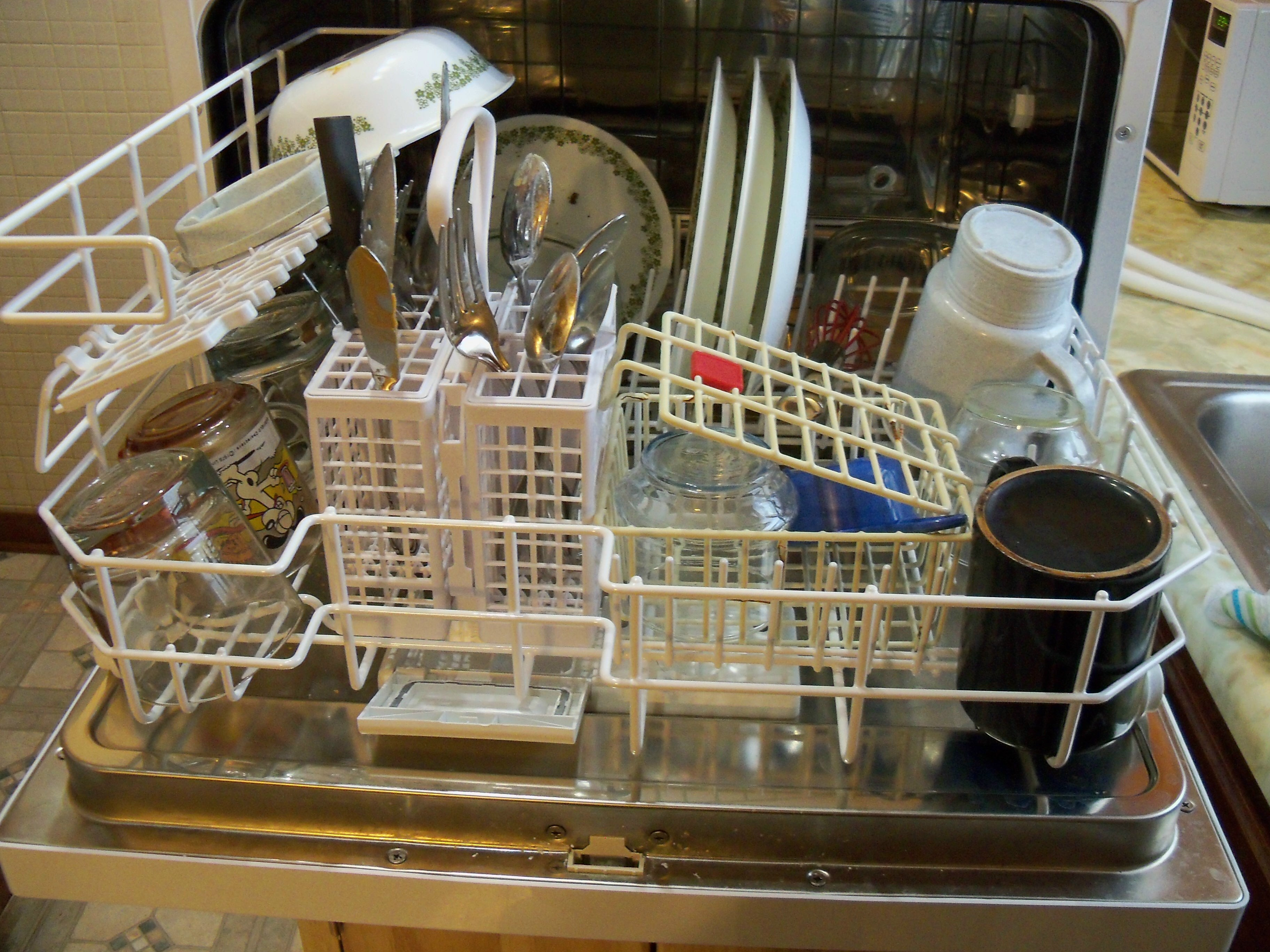 How Many Gallons Of Water Does A Kitchen Sink Hold